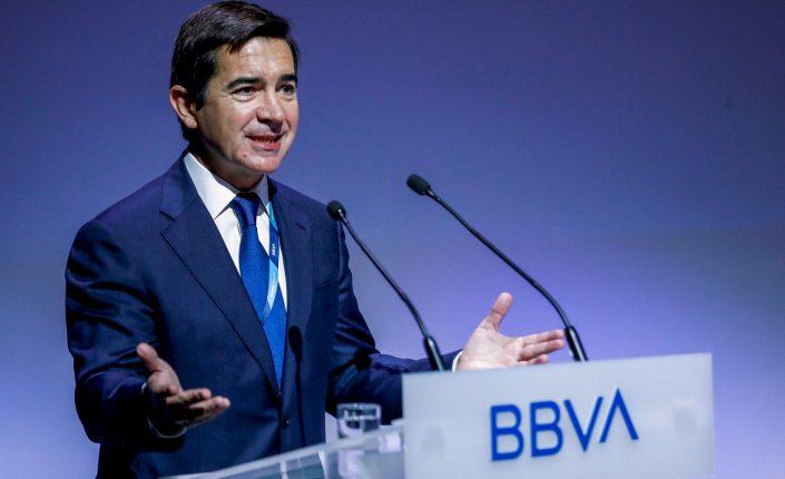 IBEX 35: IBEX 35. La banca recibe el acoso de los analistas | Autor del artículo: Raúl Poza Martín