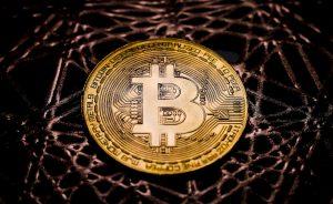 Guerra de divisas: Mutuactivos estudia acceder al universo del bitcoin | Autor del artículo: Raúl Poza Martín
