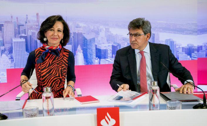 El consejo de administración del Banco Santander decidirá a la vuelta del verano cuándo repartirá el dividendo, momento que coincide con el fin del veto a las retribuciones a los accionistas impuesto por el Banco Central Europeo al sector financiero