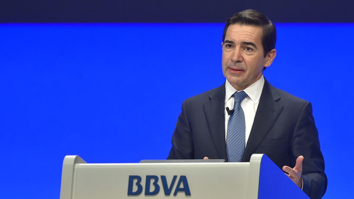 BBVA tendrá muy difícil seguir al Banco Santander con el dividendo