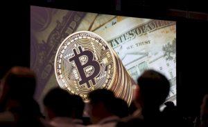 Fondos: Arranca el primer ETF de bitcoins en Wall Street. Esto es todo lo que se sabe | Autor del artículo: Daniel Domínguez