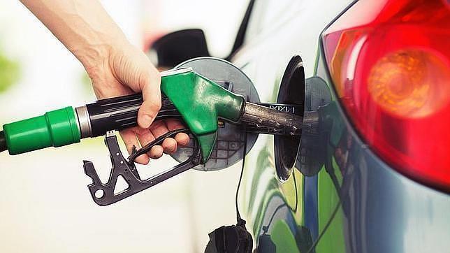 Las mejores tarjetas con descuentos en gasolina para viajar en coche este verano