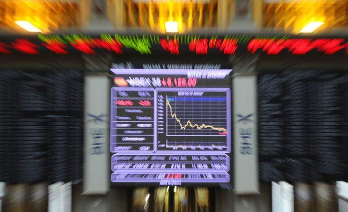 El sector bancario arrastra en su caída al IBEX 35, que pierde los 8.700 puntos puntos, contagiado por el derrumbe de Evergrande que sacude las cotizaciones a nivel mundial