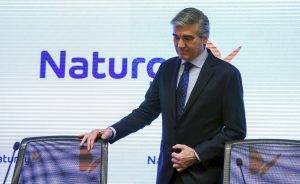 Gas Natural: Naturgy pone en la diana a los reguladores | Autor del artículo: Raúl Poza Martín