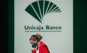 Manuel Menéndez compra 100.000 euros en acciones de Unicaja.