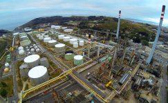 El grupo energético Repsol cotiza en bolsa con una subida 0,24 por ciento y en lo que va de año remonta más de un 16 por ciento