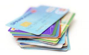 La concesión de créditos mediante tarjetas revolving se desplomó hasta los 9.840 millones de euros en 2020
