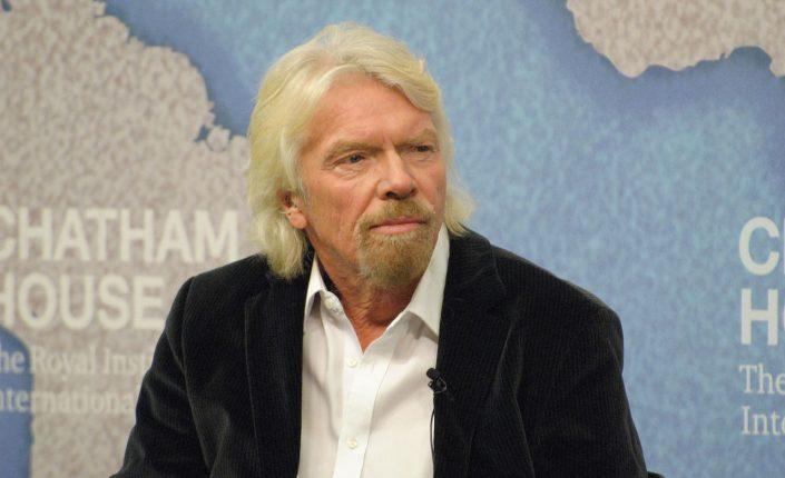 Branson adelanta a Bezos en la carrera espacial con Virgin Galactic.