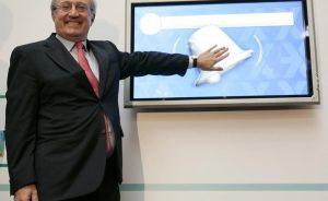 El presidente de Laboratorios Rovi, Juan Pérez López-Belmonte, falleció el lunes, según informó la compañía a través de la CNMV en un comunicado firmado por su hijo y vicepresidente de la farmacéutica, Juan López-Belmonte Encina