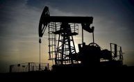 El pinchazo del crudo amenaza la expansión del dividendo en las petroleras